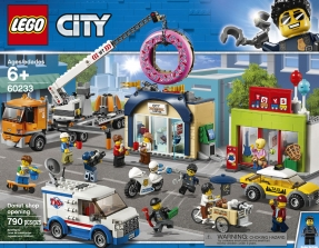 LEGO NEW WHITE SKATEBOARD WITH SKULL PATTERN AND BLACK WHEELS TOWN CITY